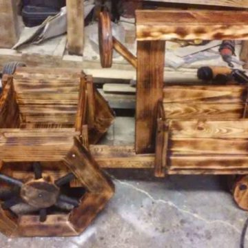 1001pallets.com-i-made-this-tractor-out-of-pallet-wood1