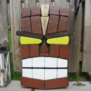 1001pallets.com-tikki-wall-art-made-from-pallet-off-cuts1