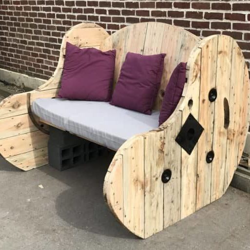 1001pallets.com-upcycled-cable-spool-garden-bench-salon-de-jardin-03