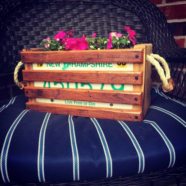 1001pallets.com-video-tutorial-license-plate-pallet-wood-planter-01